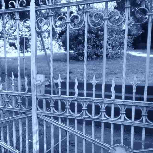 Bodenschieber Torriegel aus Schmiedeeisen Länge 500 mm verzinkt zum Anschrauben